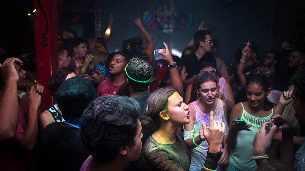 400 jóvenes siguen celebrando una fiesta ilegal desde Nochevieja en Castellón
