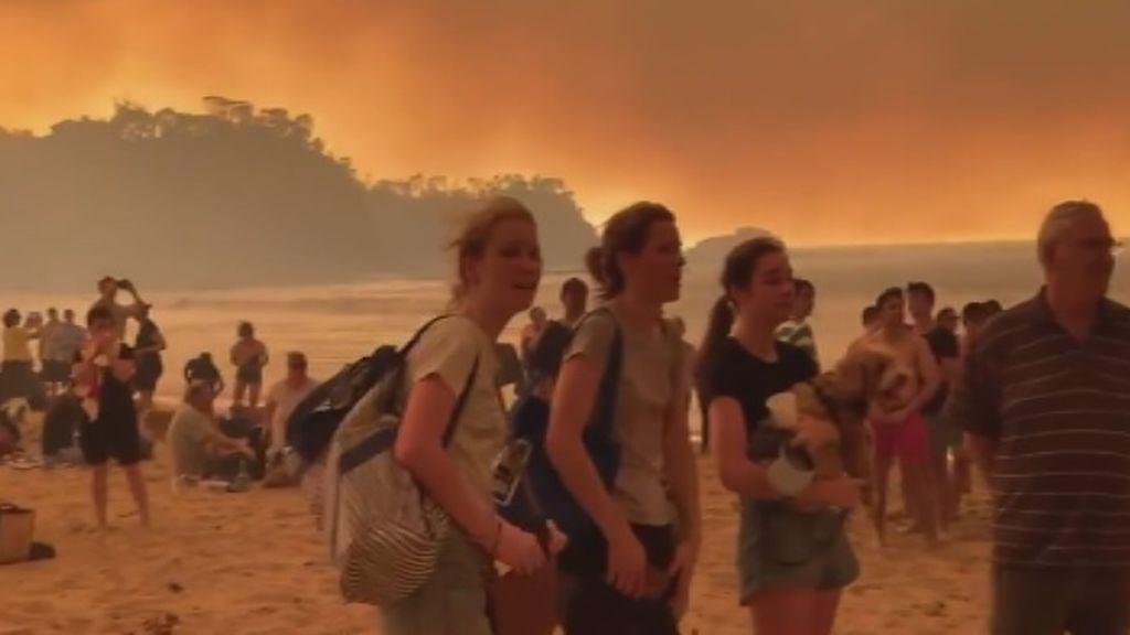 Miles de personas quedan varadas en las playas australianas a la espera de rescate