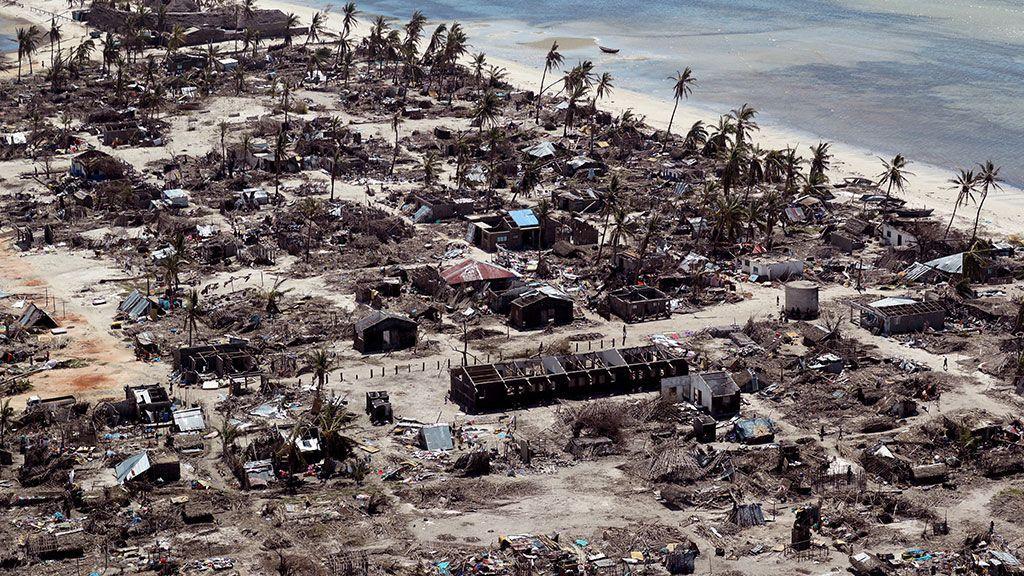 Edificios dañados durante el ciclón Kenneth, en una aldea al norte de Pemba (Mozambique)