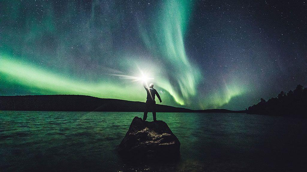 La Aurora Boreal se ve en el cielo de Ivalo, Laponia (Finlandia)
