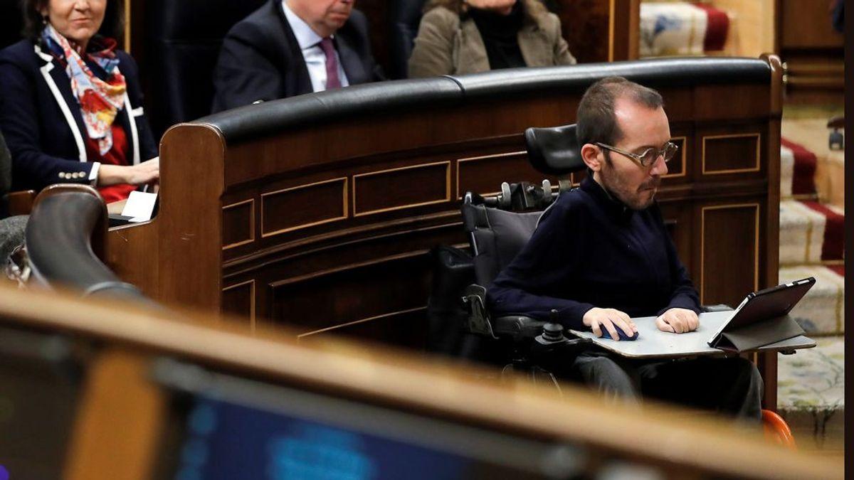 """Un candidato del PP se burla de la discapacidad de Echenique en Twitter: """"¿Y tú, cómo vas a subir a la tribuna?"""