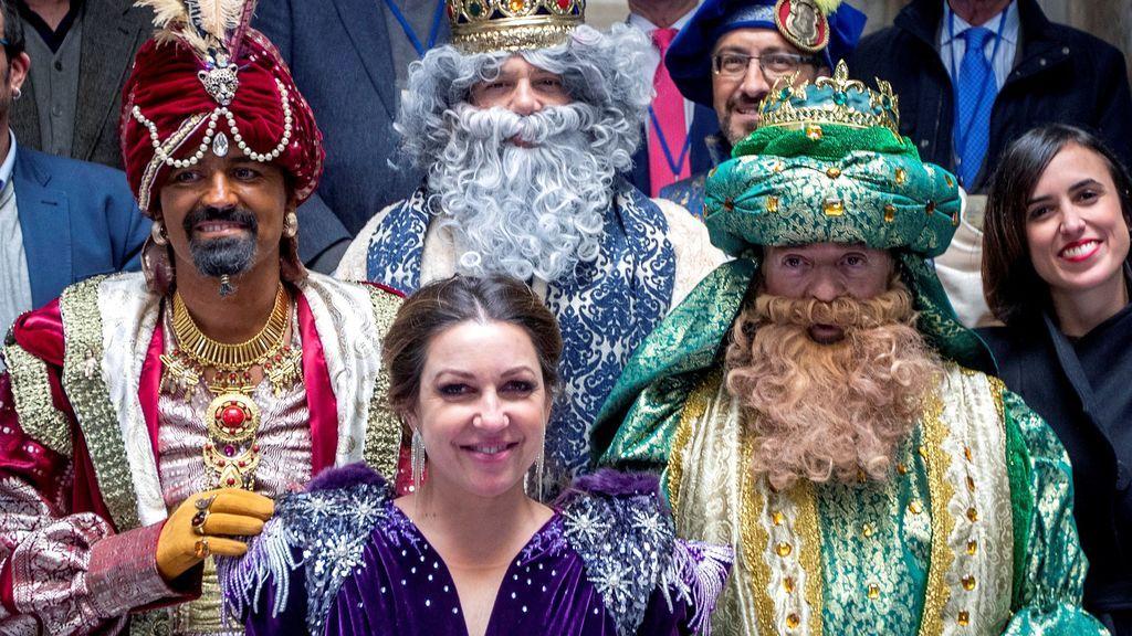 La cantante Niña Pastori como Estrella de Oriente, y el cantante Alejandro Sanz como rey Melchor
