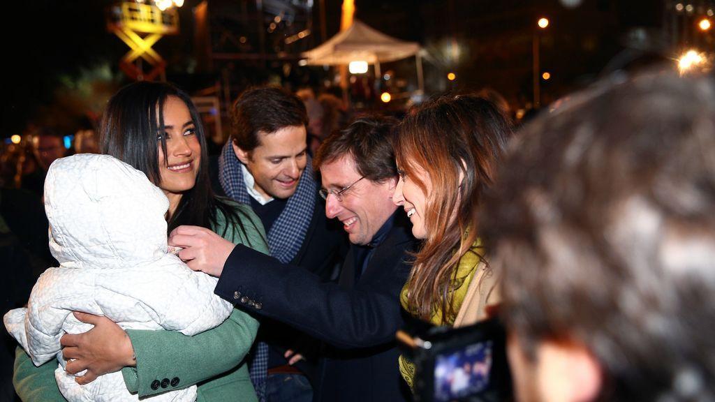 El alcalde de Madrid, José Luis Martínez-Almeida y la vicealcaldesa Begoña Villacis durante la tradicional Cabalgata de los Reyes