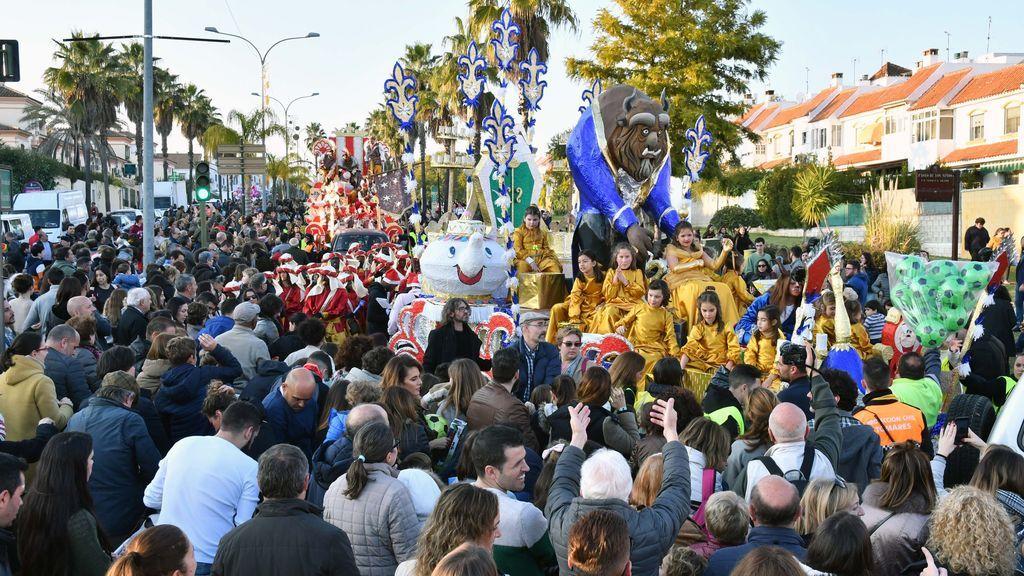 Miles de tomareños reciben a los Reyes Magos en la noche más especial del año en Sevilla