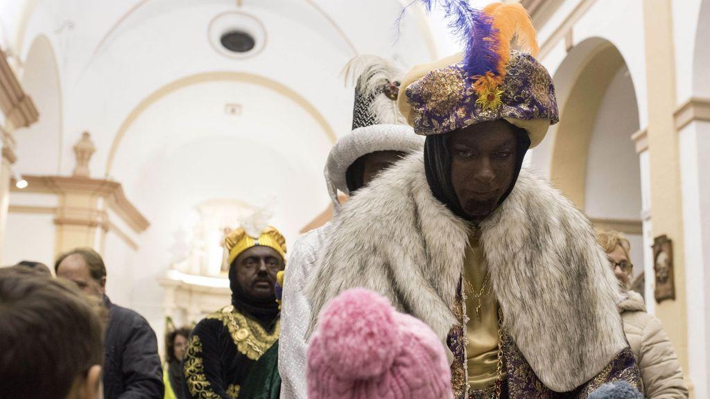 El rey Baltasar en la tradicional ofrenda de oro, incienso y mirra en Mallorca