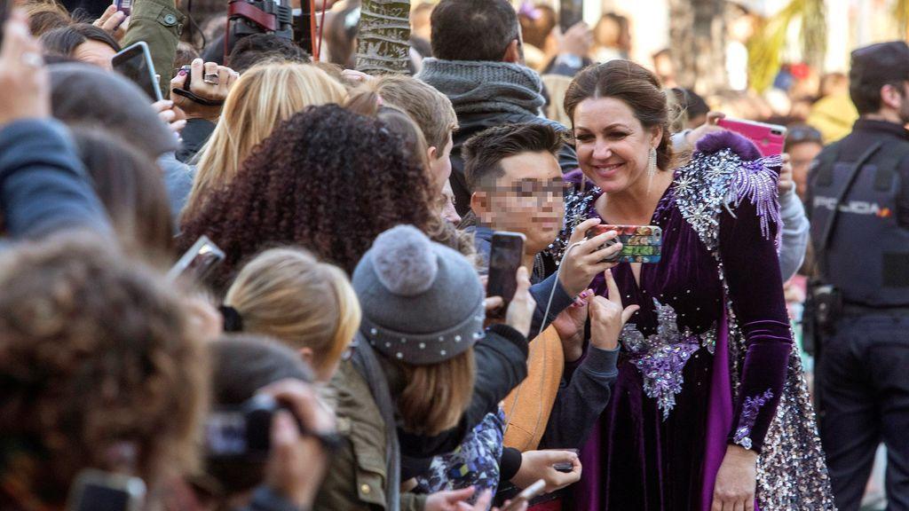 La cantante Niña Pastori representando a La Estrella de Oriente en la Cabalgata de la Ilusión en Cádiz