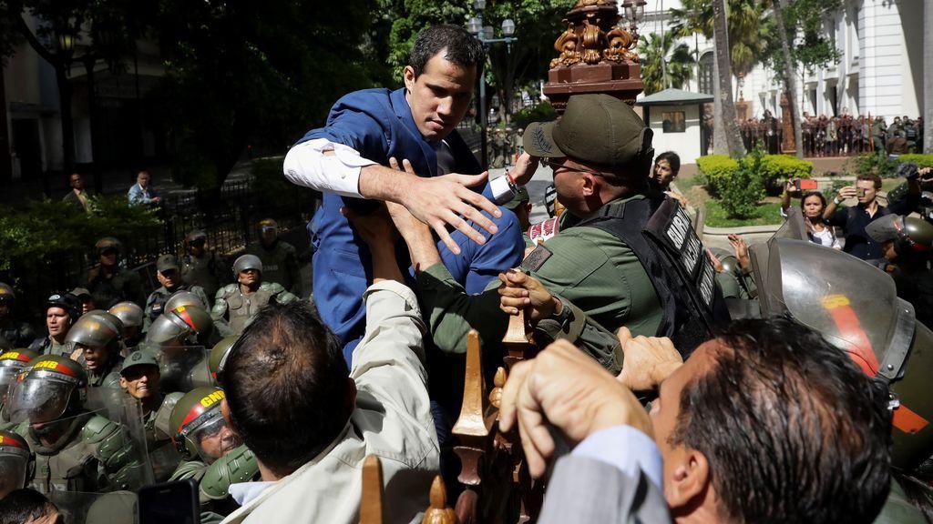 """El PSOE condena """"la obstrucción del régimen de Maduro"""" a los diputados de la oposición en Venezuela"""