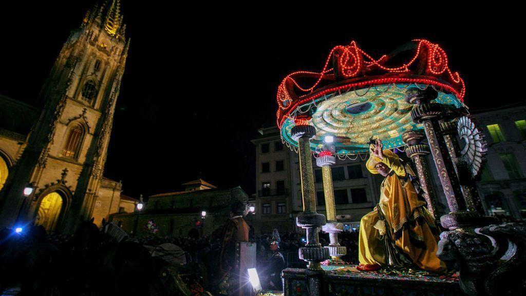 Oviedo en su tradicional Cabalgata de Reyes