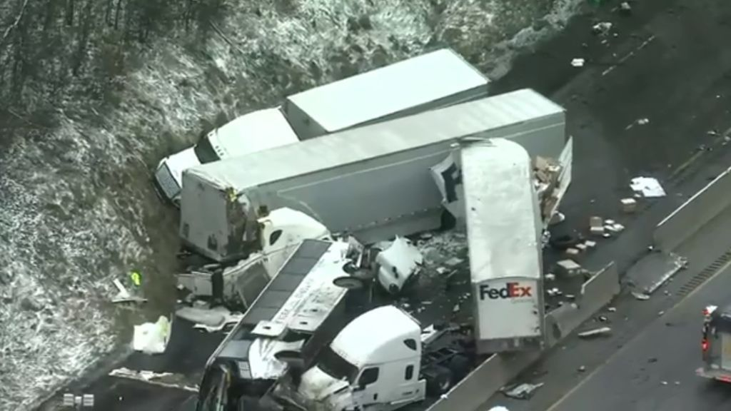 Trágico accidente múltiple en Estados Unidos: 5 personas han muerto y hay 60 heridos