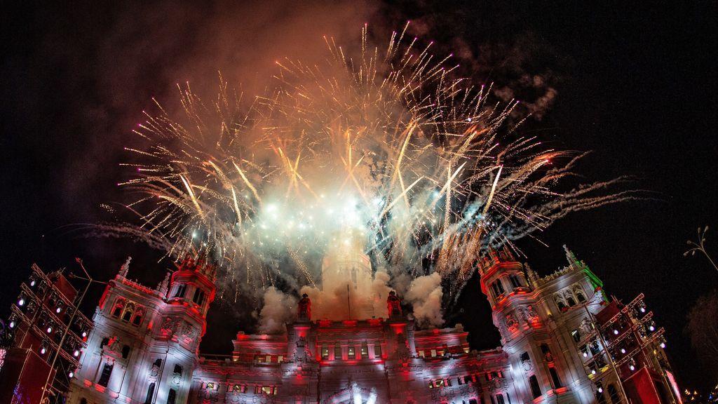 Fuegos artificiales al finalizar la Cabalgata de Reyes Magos de Madrid