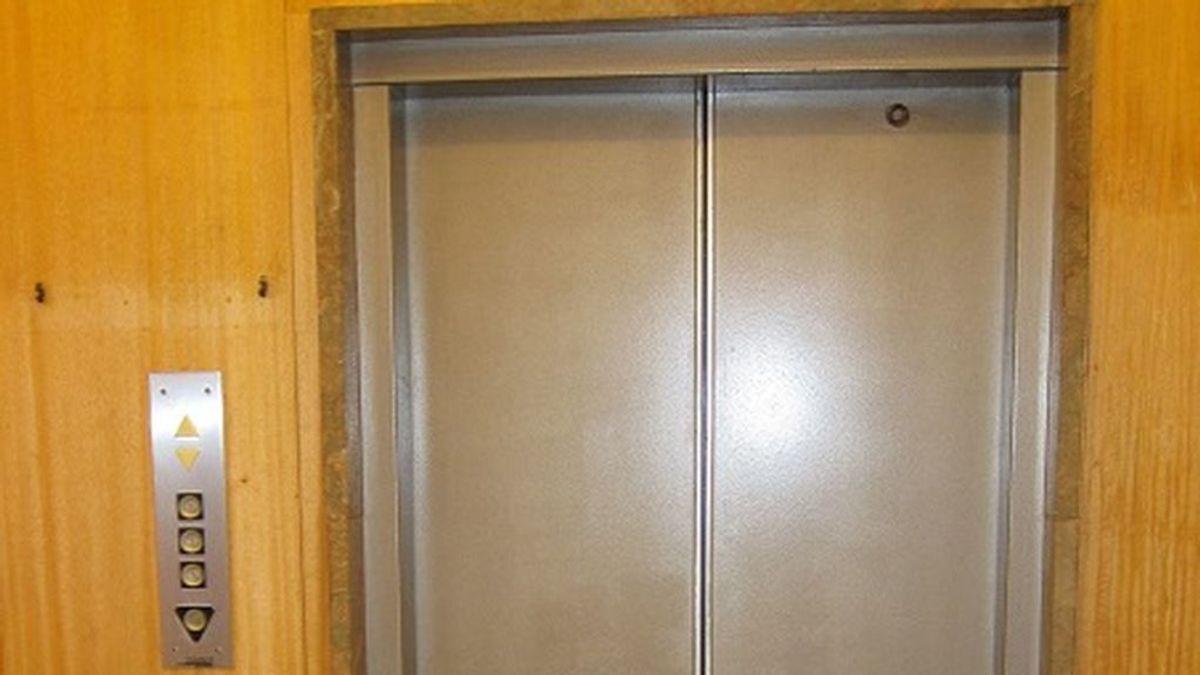 Muere un anciano de 82 años tras golpearle el ascensor de su vivienda