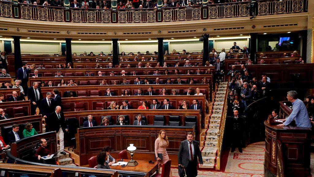 Diputados de Vox salen del hemiciclo en el turno de Bildu
