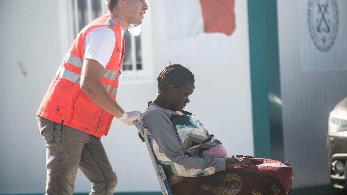 Muere un bebé que nació en pleno viaje en patera con destino a Lanzarote