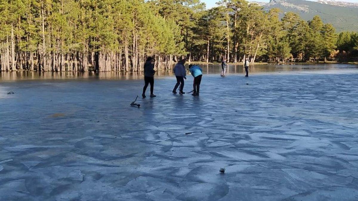 Caminar sobre un lago helado: qué hacer si comienza a romperse