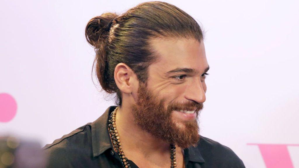 Se filtra el nuevo look de Can Yaman con el pelo corto: le comparan con Pedro Sánchez