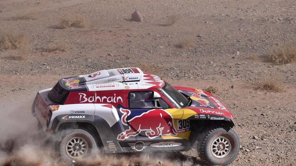 Carlos Sainz mantiene el liderato en la cuarta etapa del Dakar