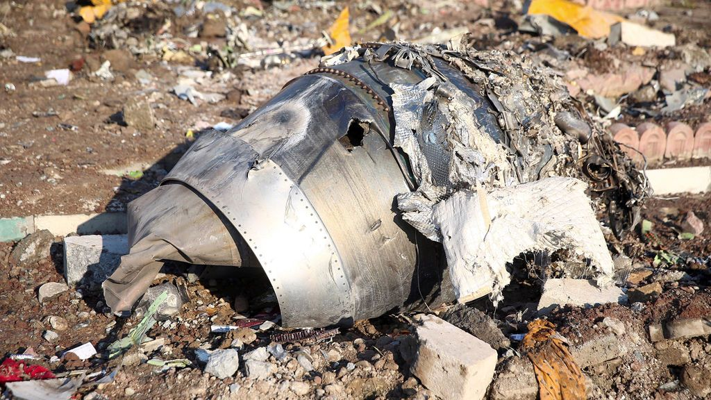 La sombra de la duda se cierne sobre el avión siniestrado en Teherán: Irán se niega a entregar las cajas negras