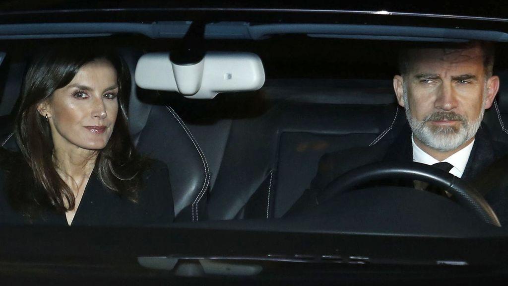 La familia real llega a la capilla ardiente de Pilar de Borbón