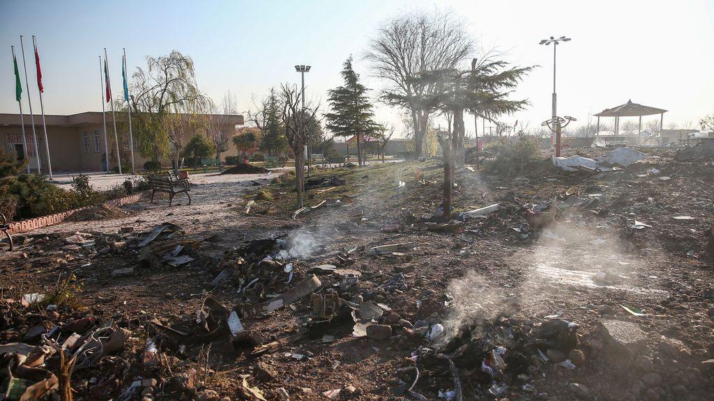 Los restos del avión siniestrado en Teherán