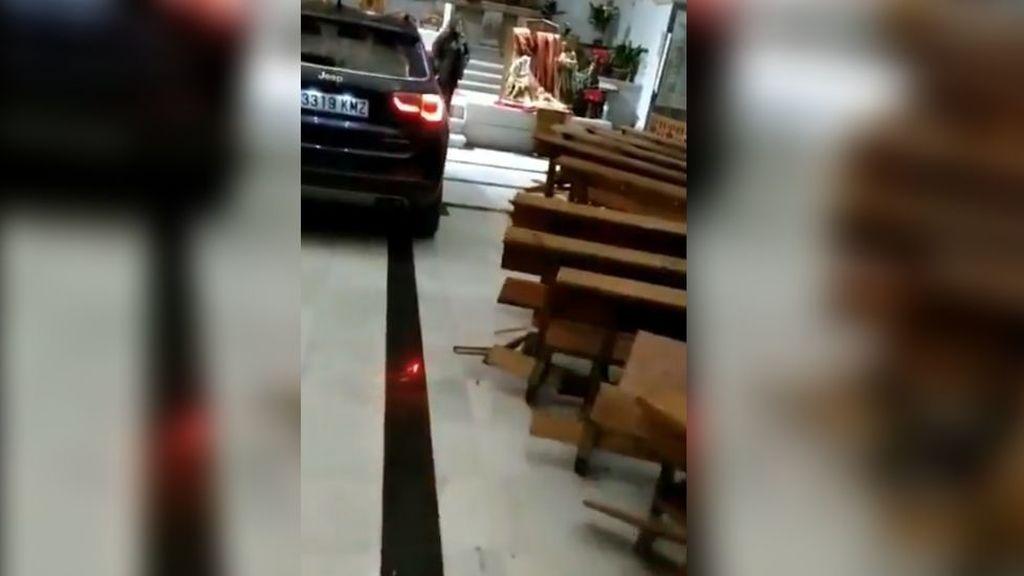 """Empotra su coche contra el altar de una iglesia de Toledo y dice """"estar endemoniado"""""""