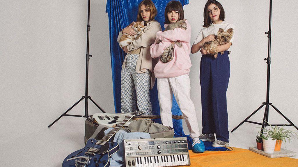 Cariño, el trío 'indie' femenino español que arrasa en festivales y actuará en Coachella