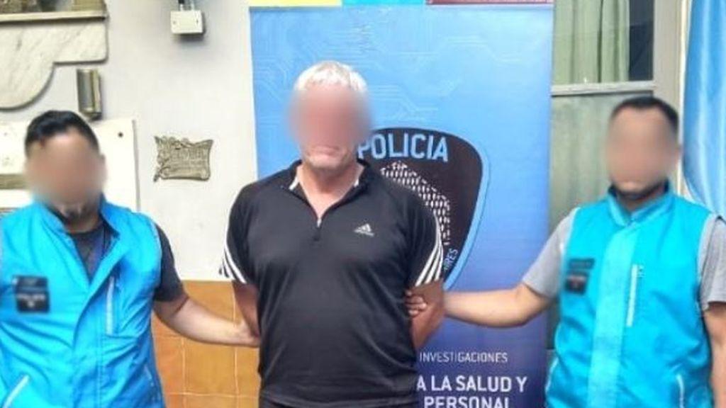 Detienen a un árbitro en pleno partido acusado de violar en 41 ocasiones a una joven en Argentina