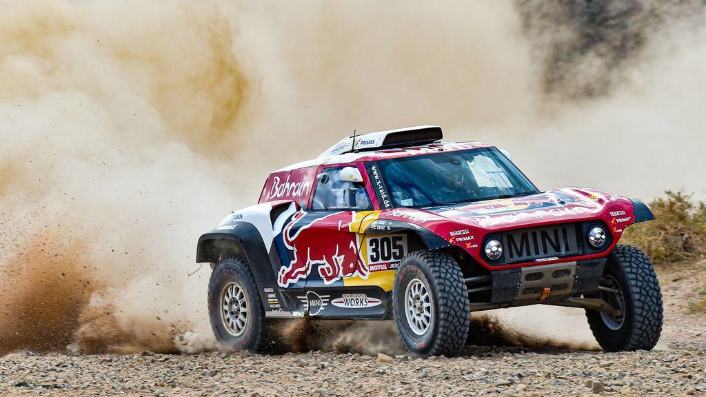 Carlos Sainz gana la quinta etapa y es más líder del Dakar