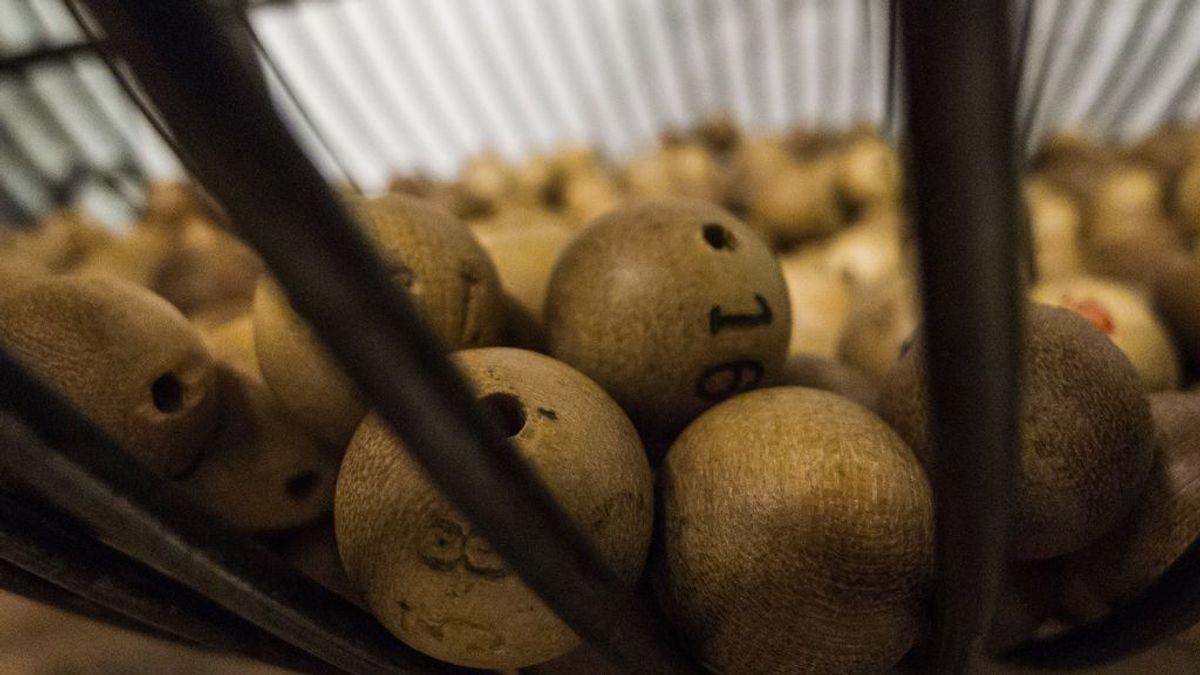 Pierde su casa en un incendio forestal y días después gana 1 millón de dólares en la lotería