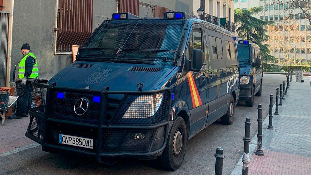 La Policía desaloja al colectivo neonazi Hogar Social Madrid de la sede okupada junto a la plaza de España