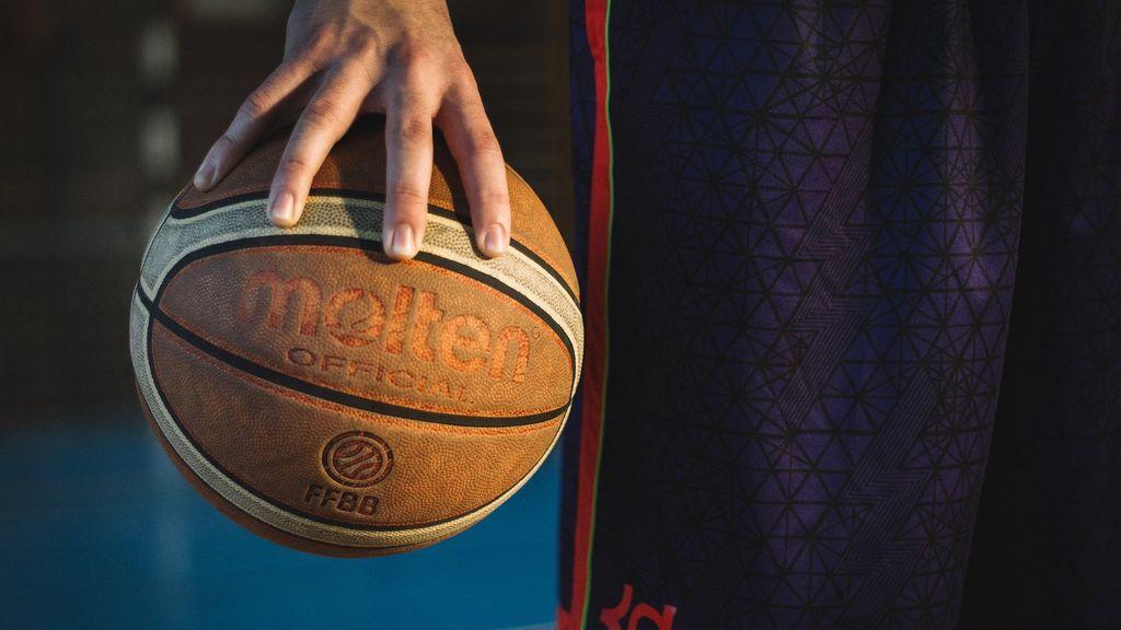 Un entrenador deja el baloncesto por el vergonzoso comportamiento de los padres en una final infantil