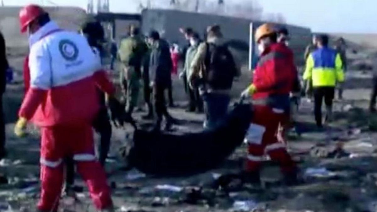 El piloto del avión siniestrado en Irán no informó de fallos en el aparato que se incendió antes de estrellarse