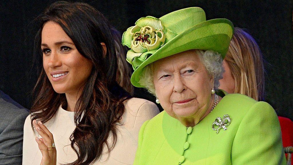 """Isabel II reacciona al 'adiós' de Meghan y Harry con un comunicado: """"Llevará tiempo resolverlo"""""""
