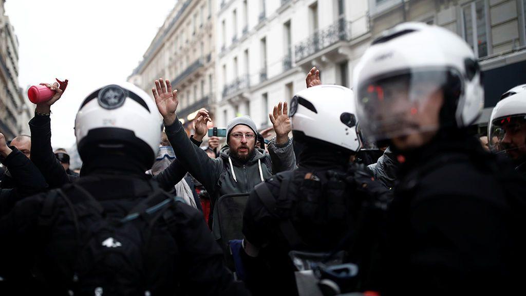 La huelga general en Francia acaba su primera jornada con disturbios y arrestos en París