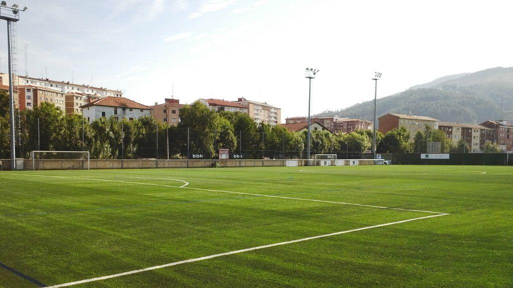 Un árbitro de 22 años deja el fútbol por los insultos homófobos recibidos durante un partido por parte de la directiva de un club