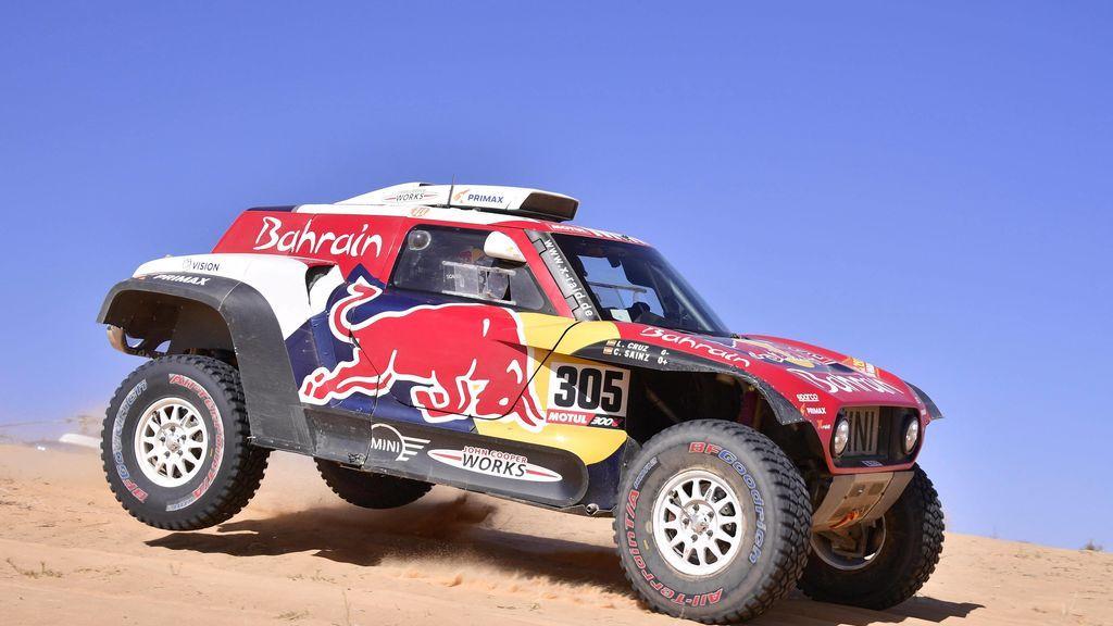 Carlos Sainz aguanta el liderato en la sexta etapa del Dakar y Fernando Alonso, quinto