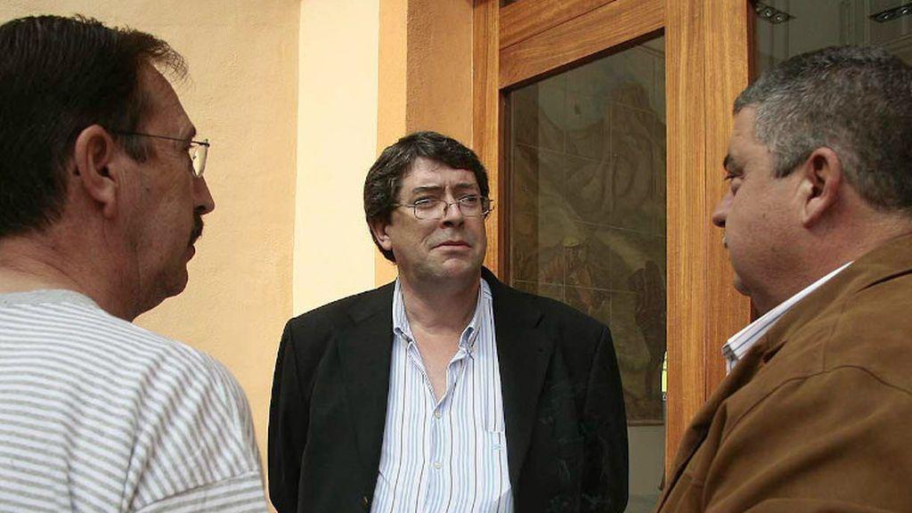 Juan Cano, acusado crimen Polop en el centro de la imagen