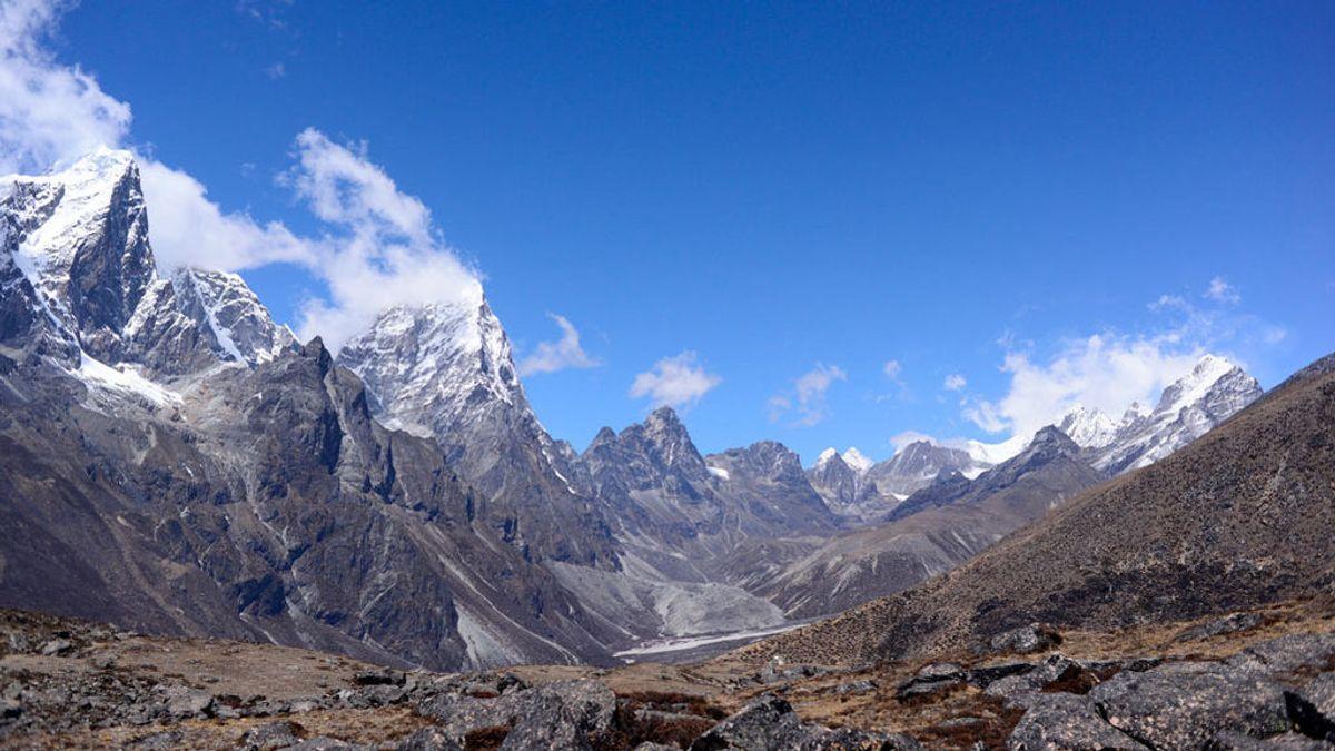 La hierba crece en el Everest por el calentamiento global y eso inquieta a los científicos