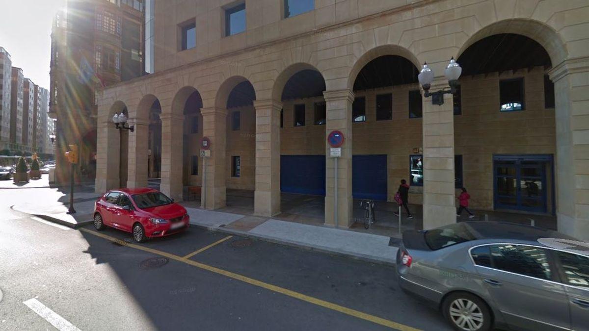 Heridas una mujer y su hija de dos años tras ser atropellada por un todoterreno en el centro de Gijón