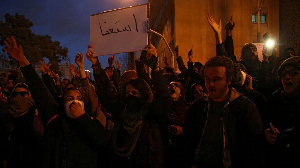 La protesta toma las calles de Irán tras reconocer el régimen que derribó el avión por error
