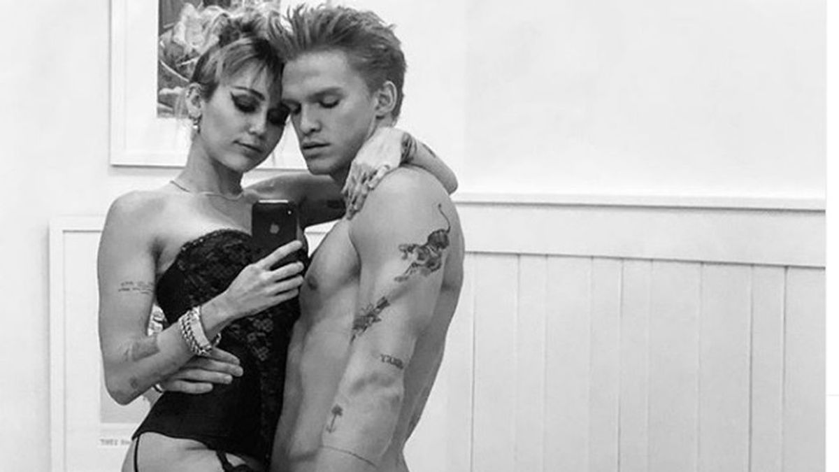 """La felicitación de Miley Cyrus a su novio, Cody Simpson: """"Feliz cumpleaños a mi persona favorita"""""""