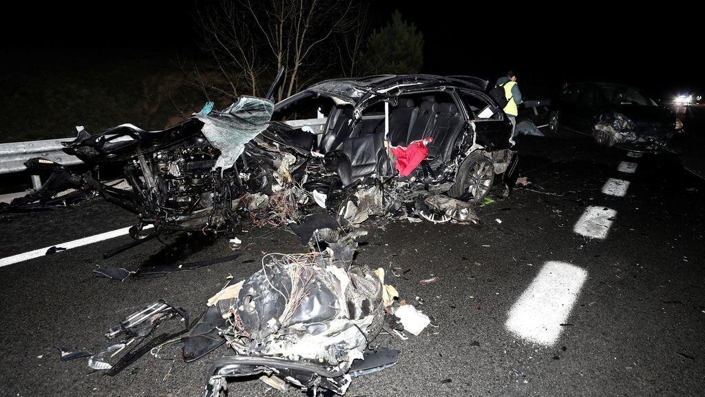 Dos muertos y tres heridos en un accidente entre un camión y cuatro turismos en Navarra