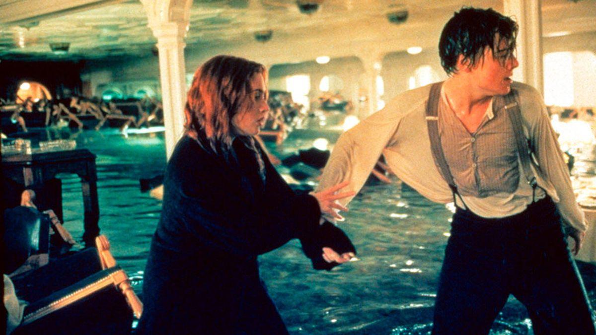 DiCaprio salva al naúfrago de un crucero de acabar como él en Titanic
