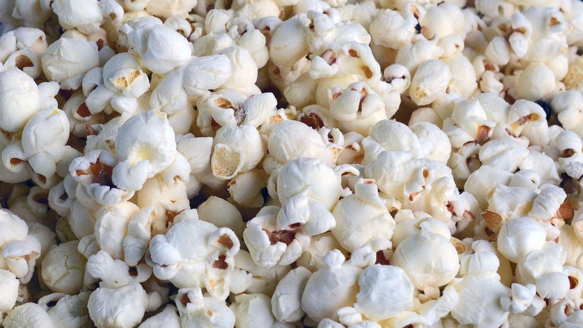 Los restos de palomitas de maíz en los dientes casi le matan: le provocaron una infección sanguínea casi mortal