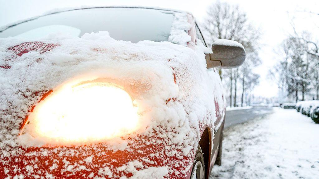 El alcohol: el mejor truco para quitar la fina capa de hielo del parabrisas del coche