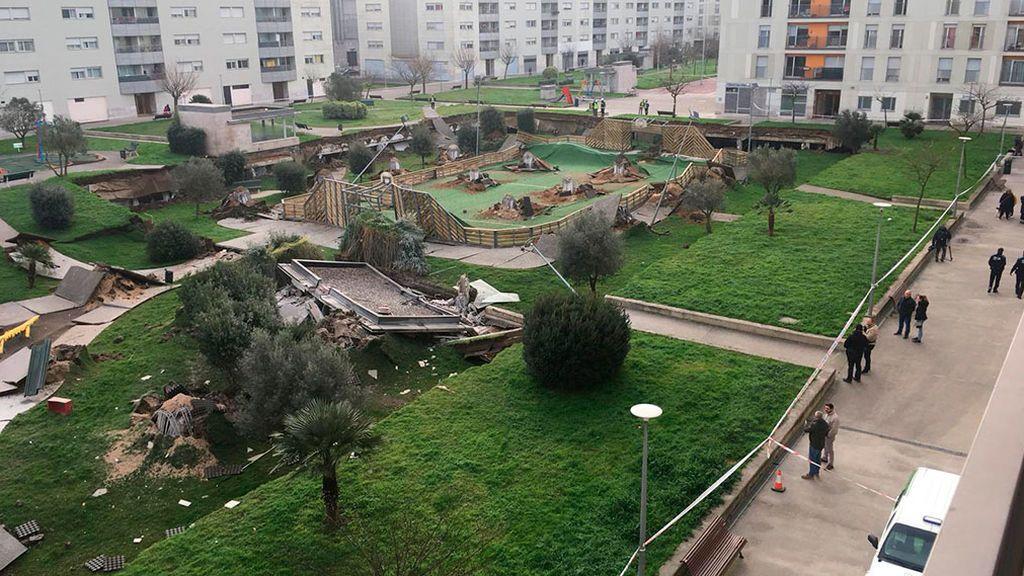 Un parque infantil se hunde sobre un aparcamiento subterráneo en Santander