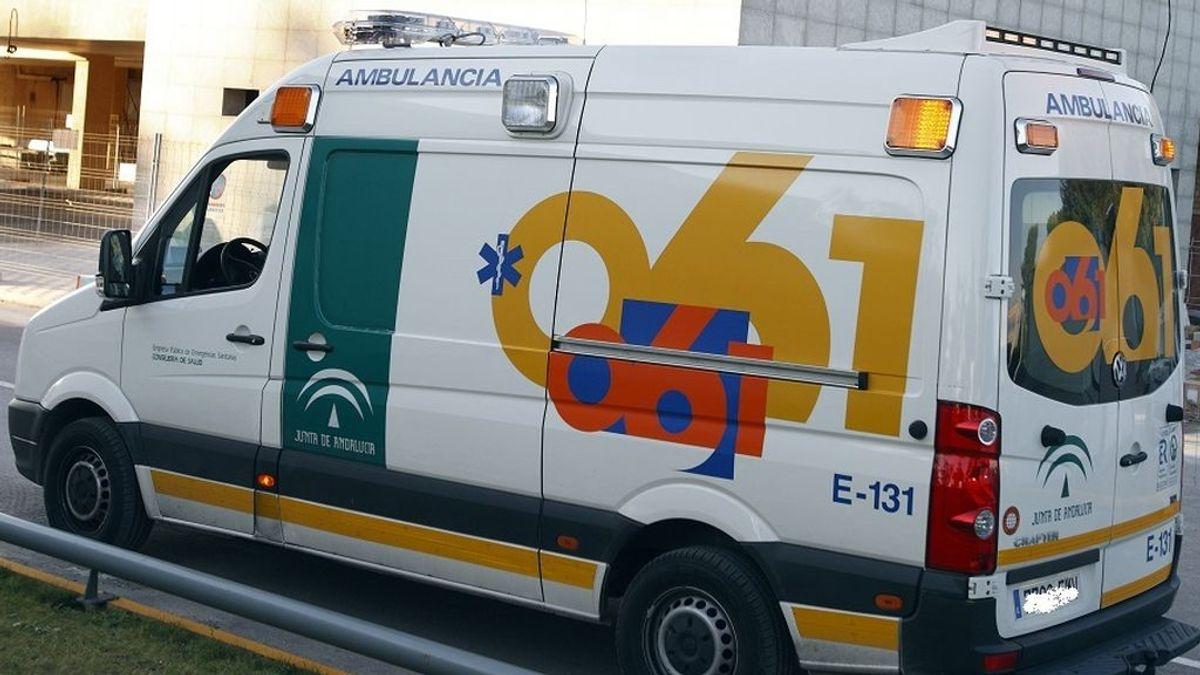 Muere un repartidor de pizzas, de 18 años, tras colisionar su moto contra un banco en Estepona