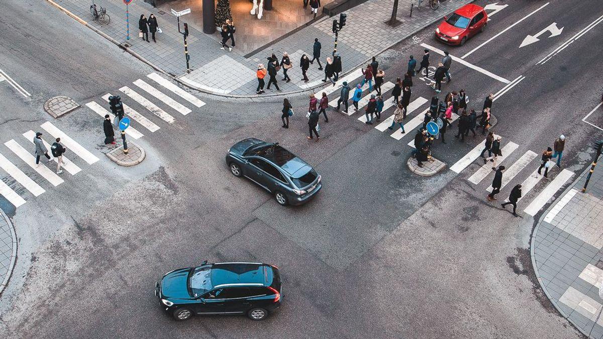 Las multas que le pueden poner a un peatón por no cruzar por el paso de peatones o caminar muy despacio