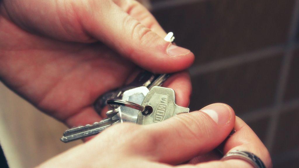Se dispara la edad de emancipación de los jóvenes españoles por el precio de la vivienda, según Fotocasa