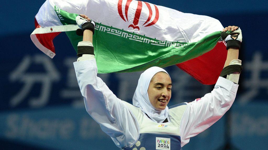 """La única medallista olímpica de Irán huye de su país: """"Me explotaron políticamente y humillan a las deportistas"""""""