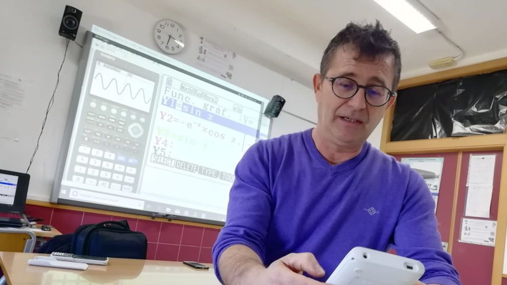 Lluís Bonet en su aula del IES Mare Nostrum en Alicante